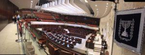 Izrael_uchenici_parlament_1