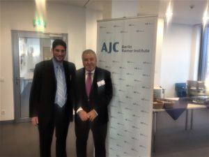 Виктор Меламед, председател на българската федерация на ционистите и Леон Салтиел, член на Борда на еврейската общност на Гърция.